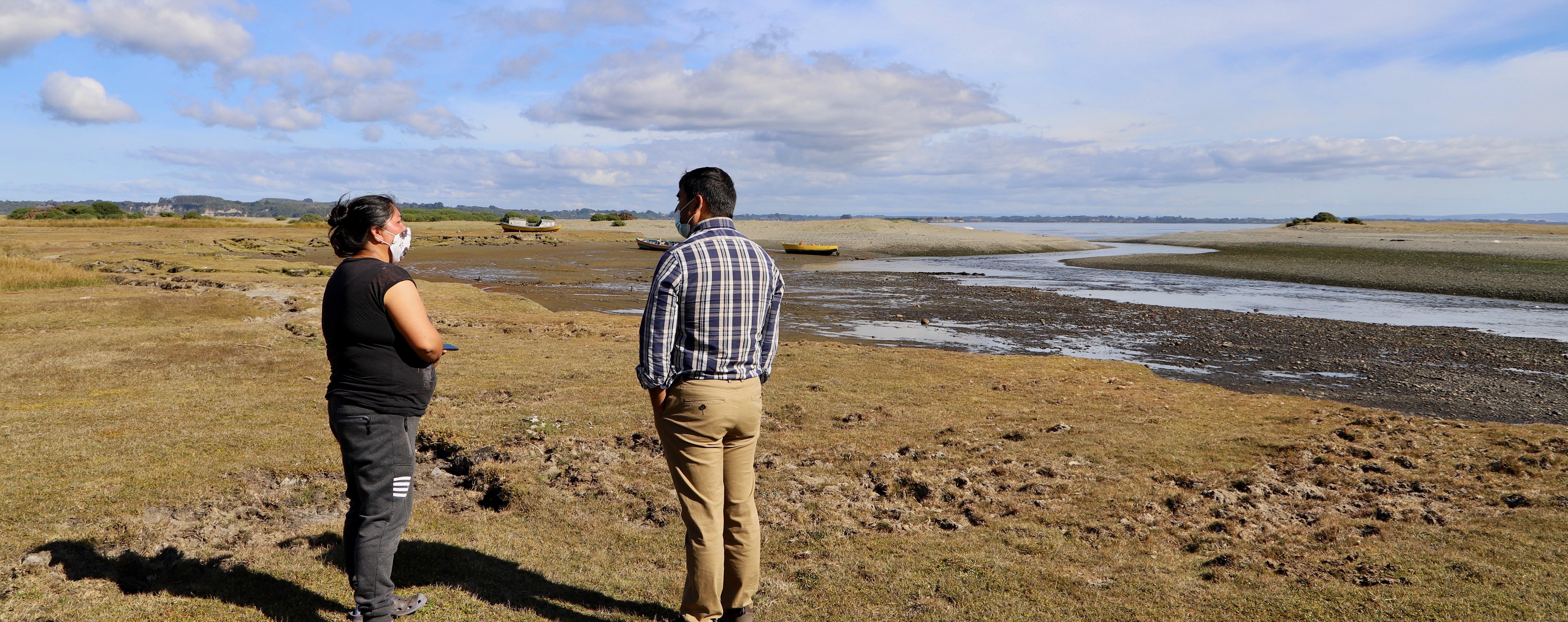 Indigenous community members of Carelmapu monitoring Ainco beach